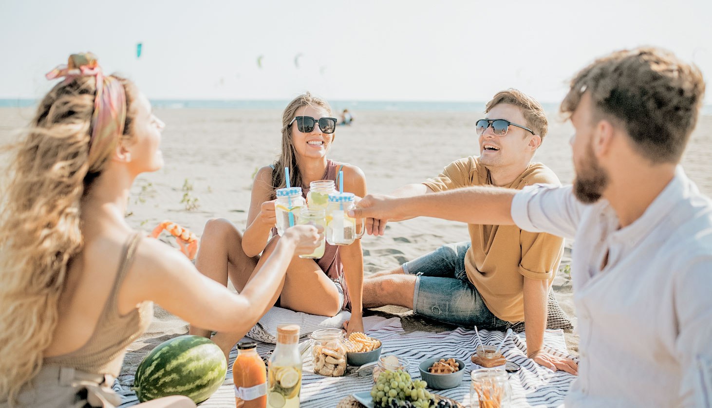12 Tips for a Successful Beach Picnic + Moodboards